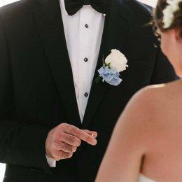 image divine-weddings-santorini-grooms-boutonnieres-3-jpg