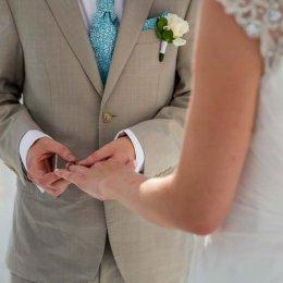 image divine-weddings-santorini-grooms-boutonnieres-5-jpg