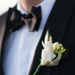 image divine-weddings-santorini-grooms-boutonnieres-8-jpg