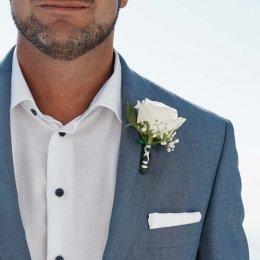 image divine-weddings-santorini-grooms-boutonnieres-9-jpg
